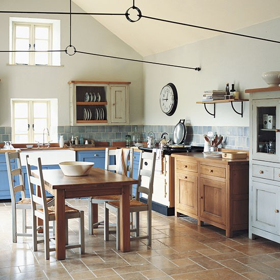 Colourful country kitchen | Freestanding kitchen ideas | Kitchen | PHOTO GALLERY | Beautiful Kitchens | Housetohome.co.uk