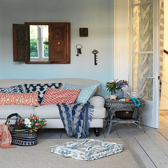 Relaxed Living Room With Tribal Cushions Tribal Room Design Ideas