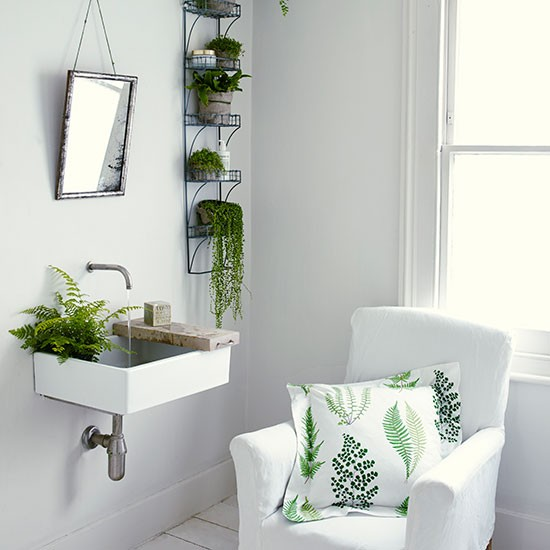 Green and white bathroom ideas folat for Green bathroom ideas