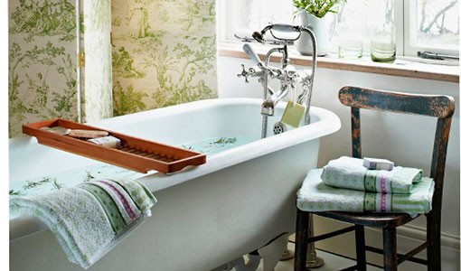 Green toile bathroom with roll-top bath