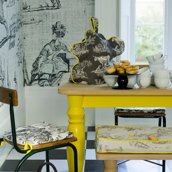 Grey and yellow colour schemes housetohomecouk : Yellow dining table and grey wallpaper from www.housetohome.co.uk size 550 x 550 jpeg 85kB