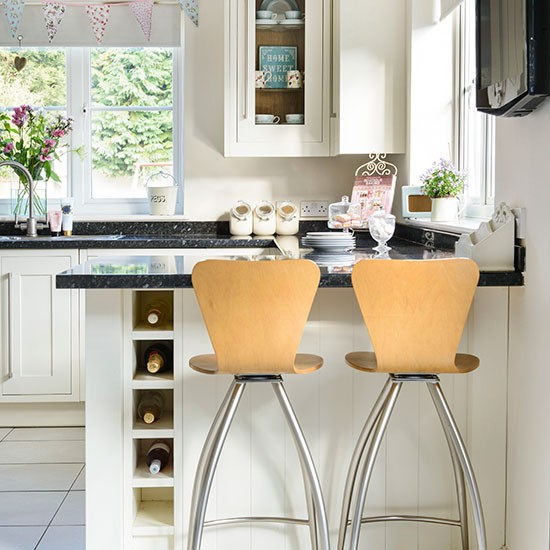 Cream Kitchen With Breakfast Bar Decorating