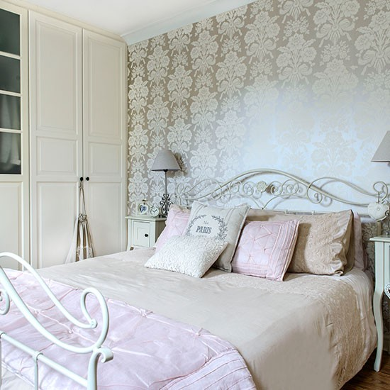 Cream and pink bedroom bedroom decorating housetohome for Cream and red bedroom designs