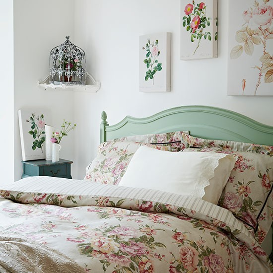 Rose print bedroom vintage bedroom style for Bedroom inspiration vintage
