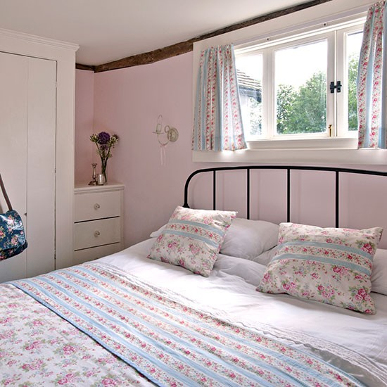 Cottage bedroom vintage bedroom style for Cath kidston bedroom ideas