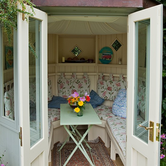 Floral garden summerhouse country garden design ideas for Garden designs with summer house