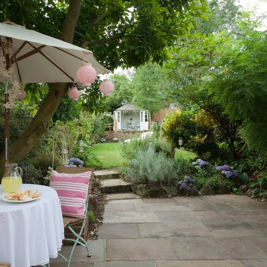 Garden with summerhouse and parasol | Traditional garden design ideas | Garden design | PHOTO GALLERY | Housetohome.co.uk
