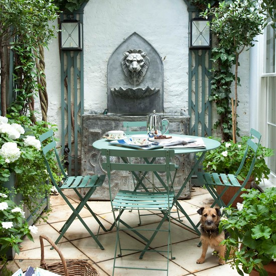 Small patio garden with water feature | Traditional garden design ideas | Garden design | PHOTO GALLERY | Housetohome.co.uk