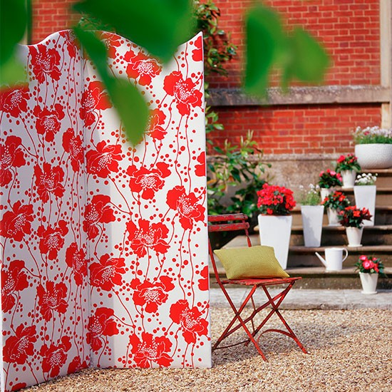 Modern courtyard with coral screen and accessories | Modern garden design ideas | Garden design | PHOTO GALLERY | Housetohome.co.uk