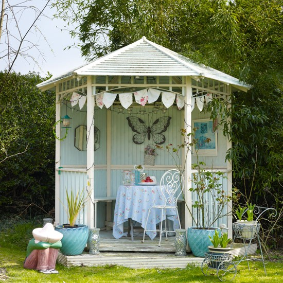 Vintage style garden gazebo summer decorating ideas for Garden designs with summer house