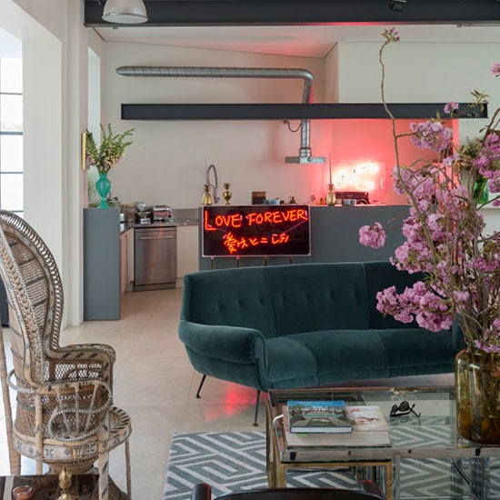 Step Inside A Glamorous Urban Chic Home In North