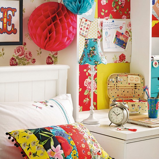 Brightly coloured bedroom summer bedroom ideas for Bright bedroom wallpaper
