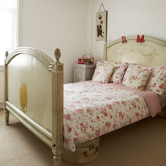 Bedroom with antique bed | Vintage-style Edwardian cottage | House tour | PHOTO GALLERY | Ideal Home | Housetohome.co.uk