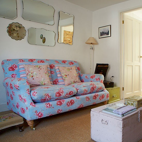 Floral print living room sofa | Vintage-style Edwardian cottage | House tour | PHOTO GALLERY | Ideal Home | Housetohome.co.uk