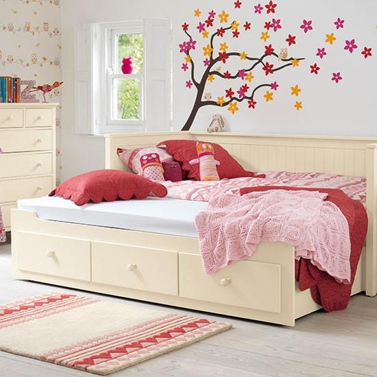 Girl 39 s bedroom sleepover solution girls 39 bedrooms for Country bedroom ideas for girls