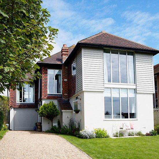 Step inside this coastal home in west sussex housetohome for Country house exterior