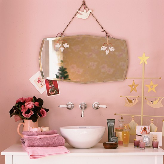 Vintage pink bathroom scheme vintage bathroom ideas for Bathroom accessories pink