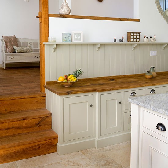 Shaker-style kitchen with oak worktop | Kitchen decorating ...