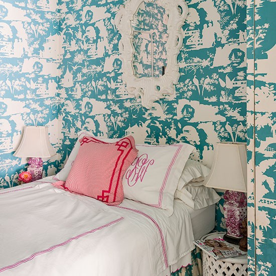 Turquoise and white bedroom with statement wallpaper for Turquoise wallpaper for bedroom