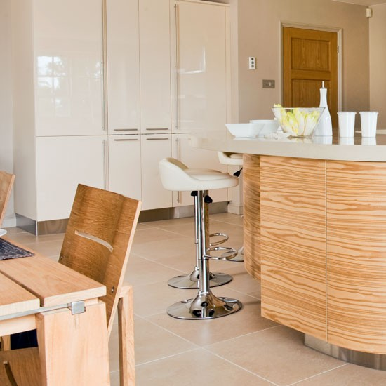 Kitchen dining area | Sleek and glossy kitchen | Kitchen tour | PHOTO GALLERY | Beautiful Kitchens | Housetohome.co.uk