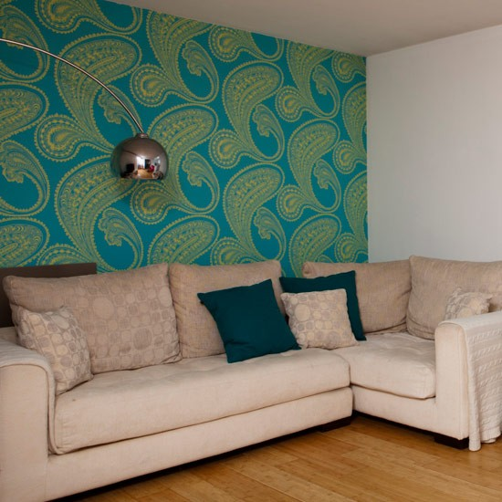Ways to decorate small living rooms small living room for Corner sofa living room designs