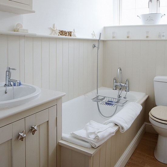 Panelled bathroom | Small bathroom ideas | PHOTO GALLERY | Country Homes & Interiors | Housetohome.co.uk
