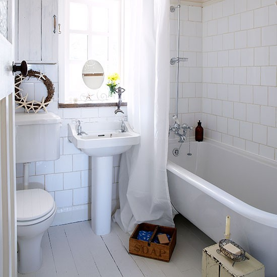 Bathing corner | Small bathroom ideas | PHOTO GALLERY | Country Homes & Interiors | Housetohome.co.uk