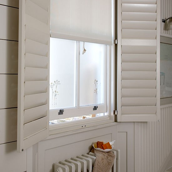 Window treatment small bathroom ideas for Bathroom window treatments