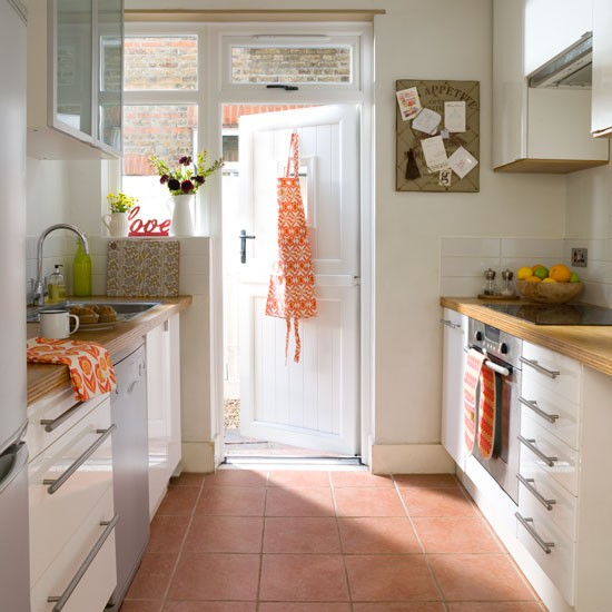 Terracotta kitchen floor tiles kitchen flooring ideas for Kitchen flooring ideas uk