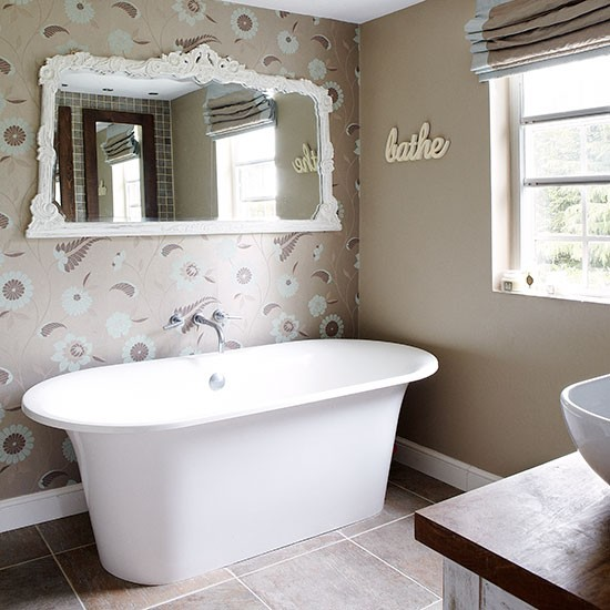 Ensuite bathroom | Herfordshire barn conversion | House tour | PHOTO GALLERY | Country Homes & Interiors | Housetohome.co.uk