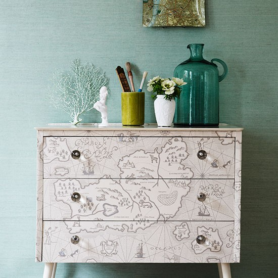 Hallway with decorative chest of drawers hallway - Decorating a chest of drawers ...