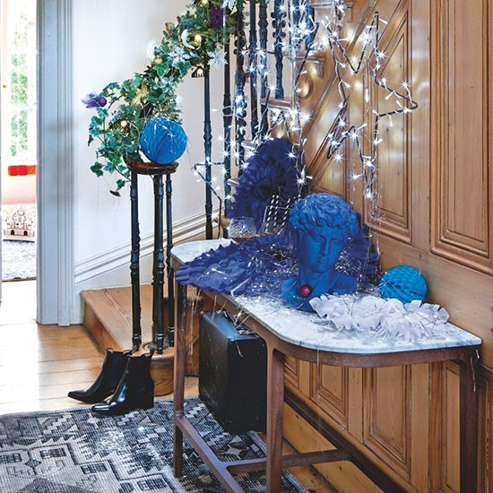 Hallway with console table display modern christmas How to decorate your hallway for christmas