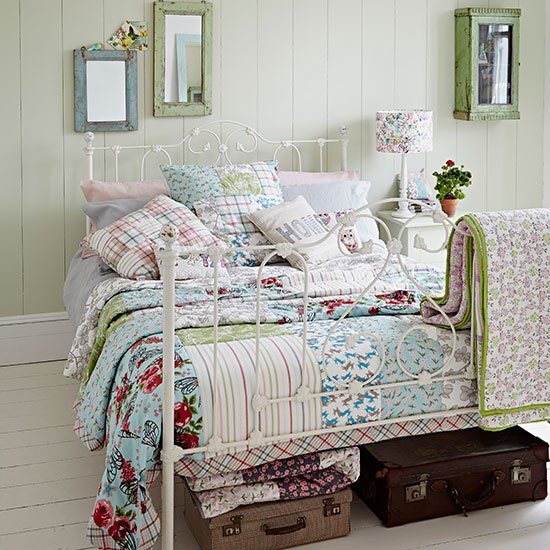country bedroom with iron bed and patchwork quilt. Black Bedroom Furniture Sets. Home Design Ideas