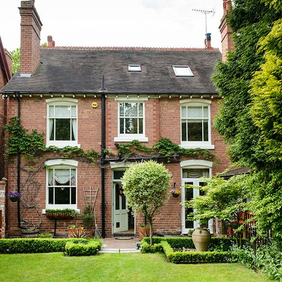Take a tour around a detached edwardian home in for Beautiful homes photo gallery