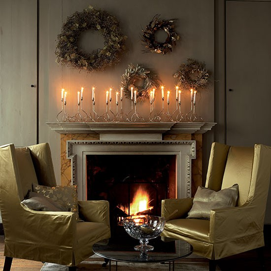 Candle and wreath mantel display christmas mantelpiece for Mantel display ideas