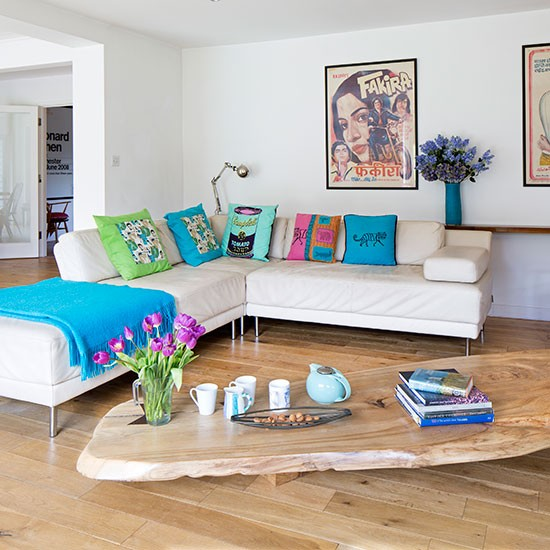 Living room with vibrant accessories open plan living for Oak living room ideas