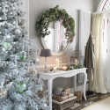 How to create a festive hallway
