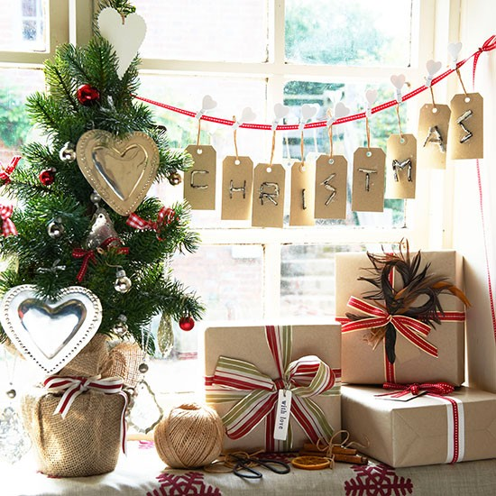 Festive message country christmas decorating ideas for Home christmas decorations uk