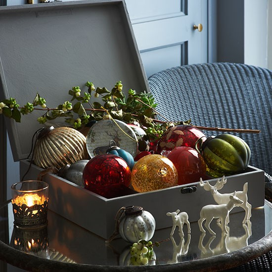 Box of baubles country christmas decorating ideas for Country homes and interiors christmas