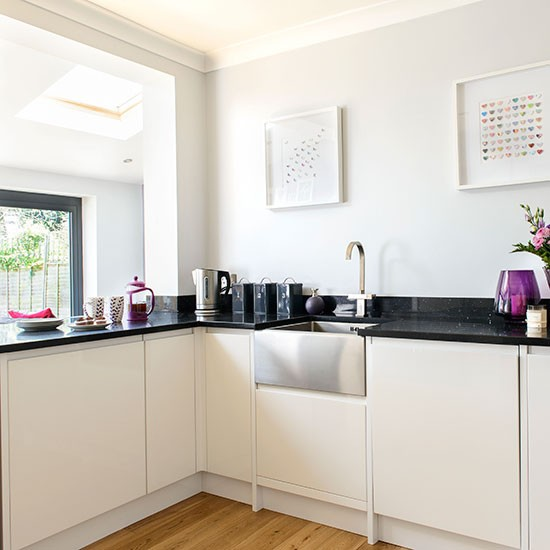 Kitchen With Black Worktops: Modern White Kitchen With Granite Worktop