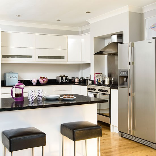 Modern white kitchen with black granite worktops Kitchen decorating ...