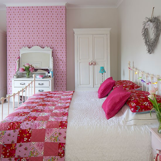 white and pink bedroom with patchwork quilt bedroom. Black Bedroom Furniture Sets. Home Design Ideas