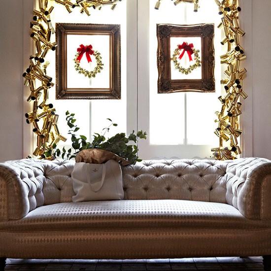 Living Room Window With Christmas Cracker Garland Modern Christmas Living Room Ideas