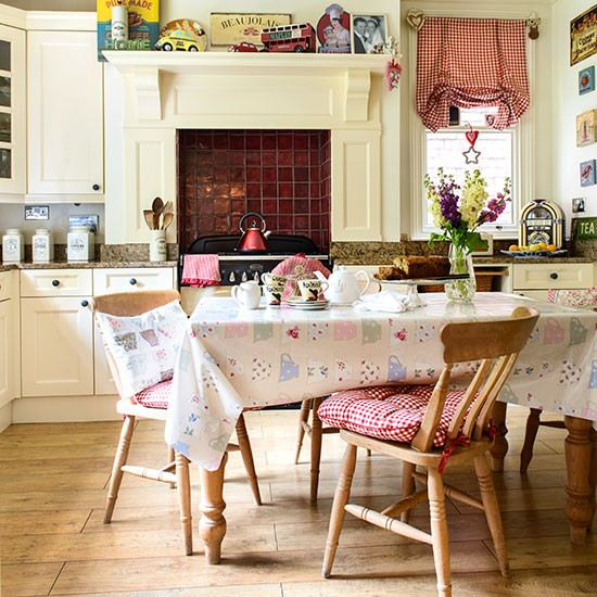 Pretty and kitsch family kitchen | Family kitchens | PHOTO GALLERY | 25 Beautiful Homes | Housetohome.co.uk