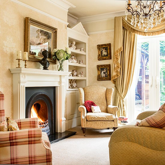 Traditional country house style living room living room for Living room ideas gold