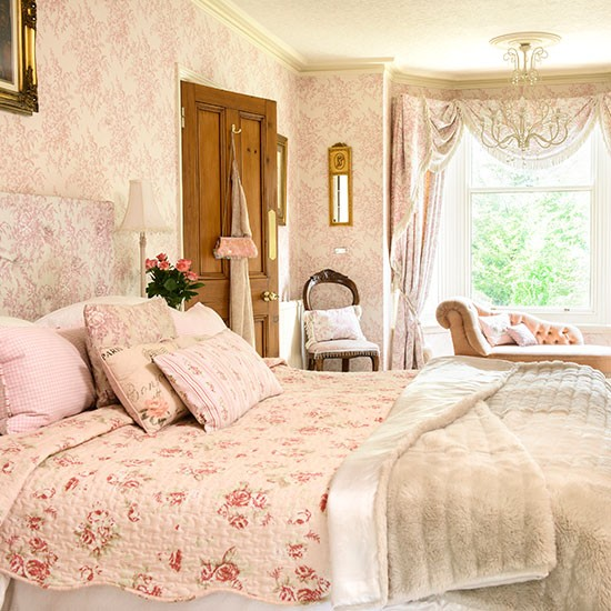 Pale Pink And Cream Floral Bedroom Bedroom Decorating