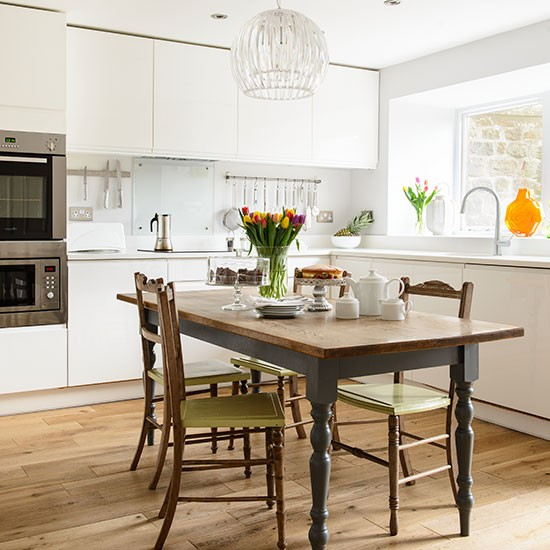white gloss kitchen with wooden table kitchen decorating 25. beautiful ideas. Home Design Ideas