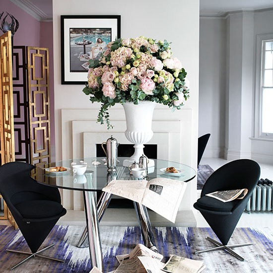 Chic Dining Room With Glass Table Decorating