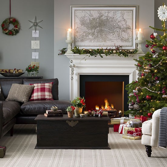 Traditional christmas living room christmas decorating for Xmas room design