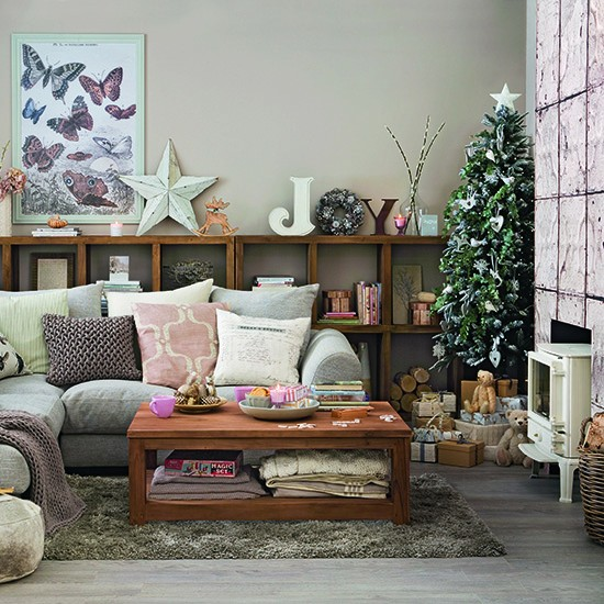 Calming christmas living room in neutral shades for Calming living room ideas